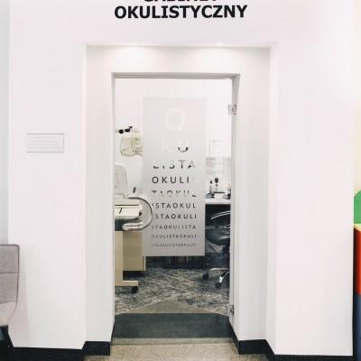 wejście do gabinetu okulistycznego Oculus